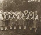 Salaspils deju kluba kolektīvs .1961. vai 1962. gads, Salaspils. (No. B. Stalidzānes fotokolekcijas. Autore: ceturtā no kreisās)